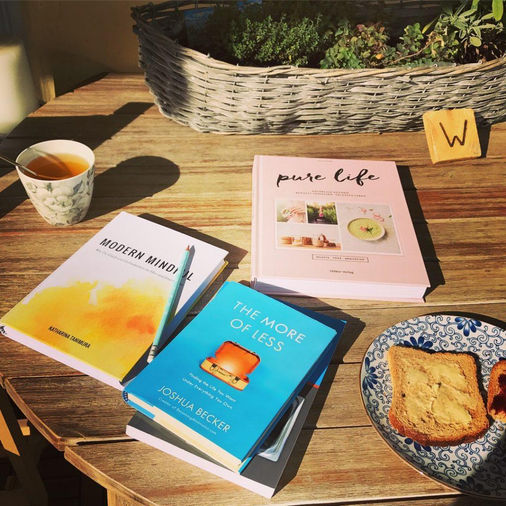 Bücher_moreisless_modernslow